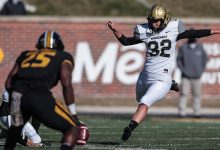 Photo of Sarah Fuller, With a Kickoff, Becomes First Woman to Play Football in Power 5 Game