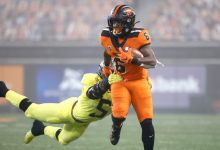 Photo of Oregon State upsets No. 15 Oregon with last-minute touchdown