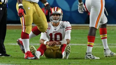 Photo of 49ers QB Jimmy Garoppolo seeking opinions on ankle injury