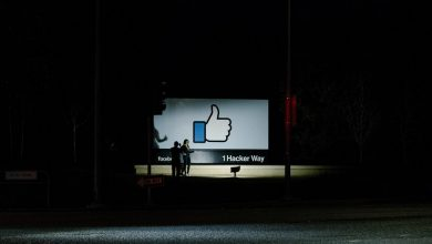 Photo of Facebook Said to Consider Banning Political Ads
